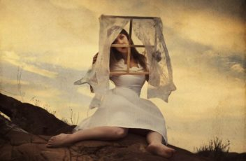 61679c634f3de30ea6d423d168114c69--narrative-photography-surrealism-photography