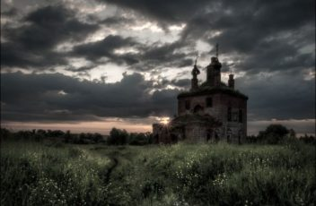 520b969f7489b0fdacf7005df380ad43--abandoned-places-churches